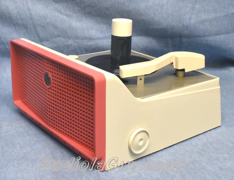 RadiolaGuy com : RCA 7-EY-2, 45 RPM record player