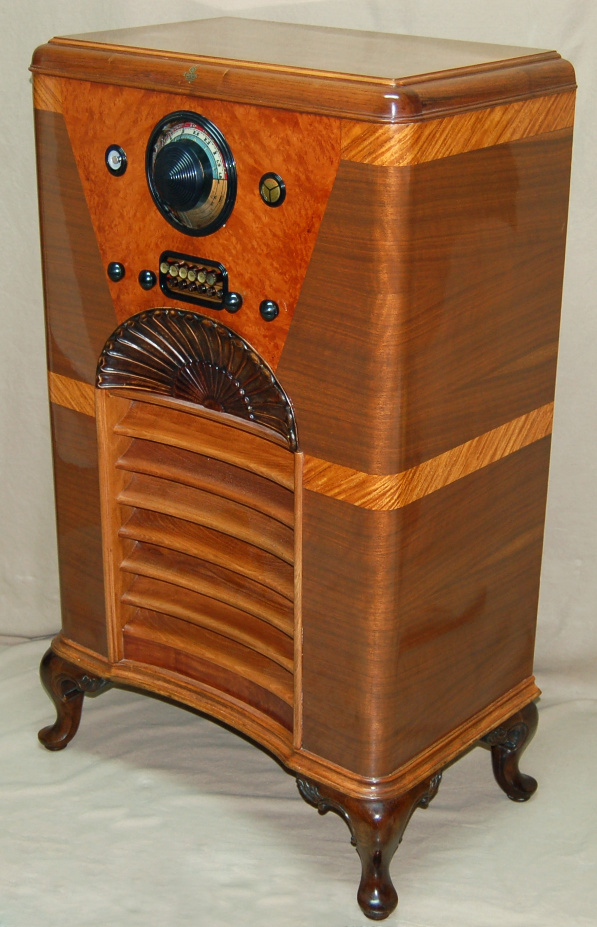 RadiolaGuy com : Antique Console Radio Gallery